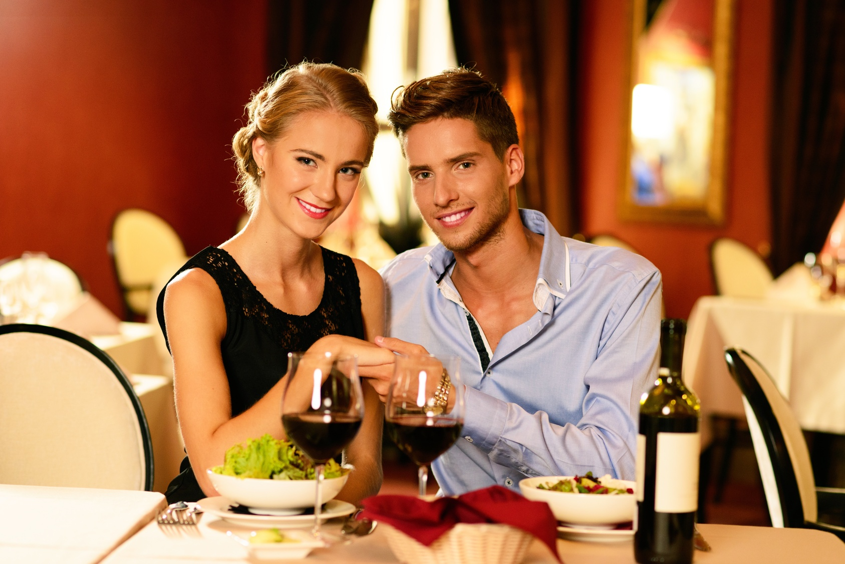 Factors To Choose The Best Restaurant For Dating Vhs Story